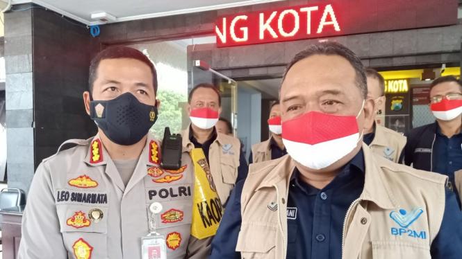 Kepala Badan Perlindungan Pekerja Migran Indonesia (BP2MI) Benny Rhamdani bersama Kapolresta Malang Kota Kombes Pol Leonardus Simarmata.