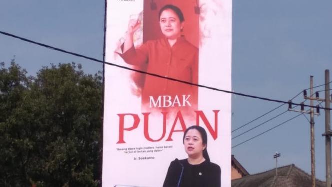 Baliho Puan Maharani bertebaran di wilayah Jawa Timur.