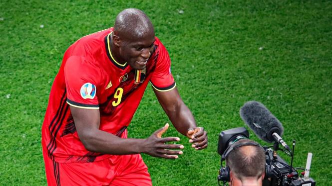 Penyerang Timnas Belgia, Romelu Lukaku merayakan gol