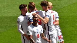 Timnas Inggris merayakan gol