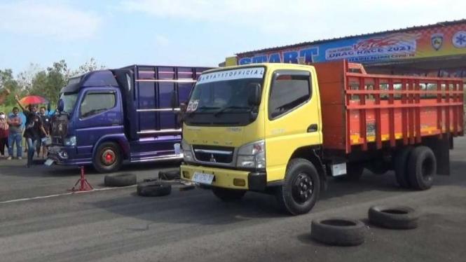 Lomba drag truk di Gunungkidul.