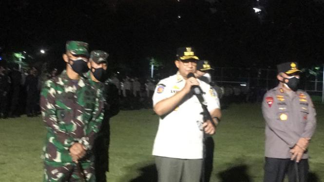 Anies Baswedan menggelar kegiatan apel patroli skala besar gabungan yang diikuti jajaran Polisi Satuan Pamong Praja DKI Jakarta, Polda Metro Jaya dan Kodam Jaya.