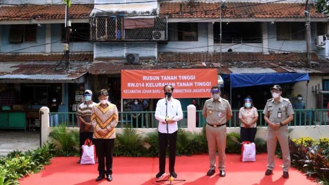 Presiden Jokowi, Menkes Budi Gunadi Sadikin dan Gubernur DKI Anies Baswedan