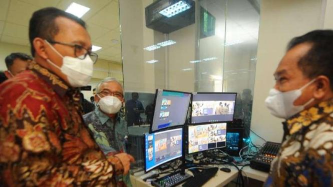 Direktur Utama BTN Haru Koesmahargyo (Kiri).