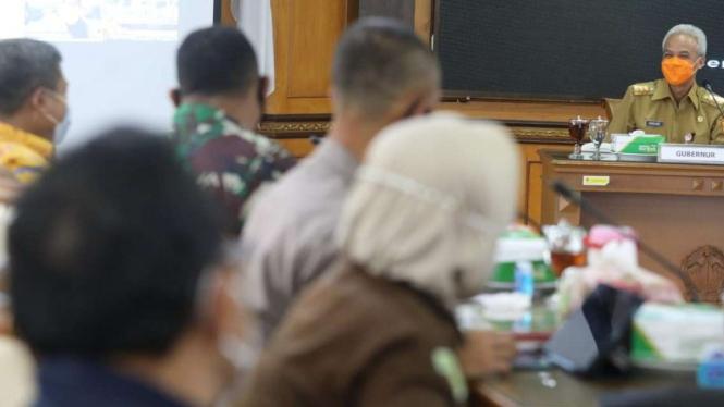 Gubernur Jawa Tengah Ganjar Pranowo memimpin Rakor terkait Penanganan COVID-19.