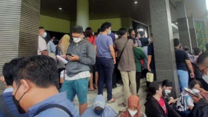 Ribuan masyarakat memadati Kantor MUI Kota Tangerang.