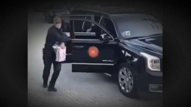 VIVA Militer: Paspampres jaga ketat mobil Erdogan.