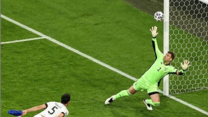 Kiper Timnas Jerman, Manuel Neuer saat melawan Prancis di EURO 2020