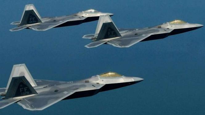 VIVA Militer: Jet tempur siluman F-22 Raptor Angkatan Udara Amerika Serikat