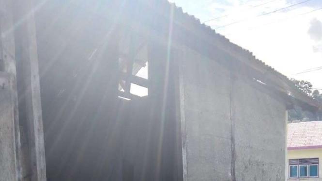 Rumah rusak akibat gempa di Kepulauan Maluku.