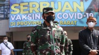 VIVA Militer: Panglima TNI tinjau serbuan vaksinasi COVID-19 di Bandung