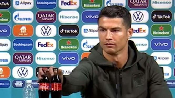 Cristiano Ronaldo geser botol coca-cola