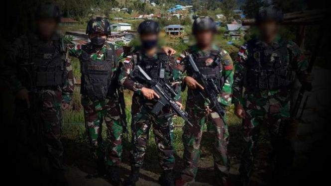VIVA Militer: Brigjen TNI BW bersama pasukan elite Kostrad.