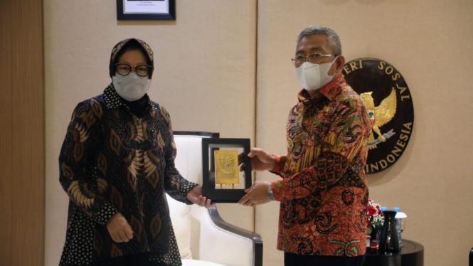 Mensos Tri Rismaharini usai menerima audiensi Gubernur Sulawesi Barat (Sulbar) H. M. Ali Baal Masdar di Jakarta, Jumat (18/06).