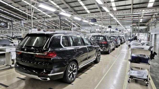 Pabrik Gaya Motor di Jakarta yang memproduksi mobil BMW.