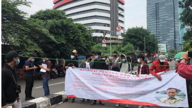 Aliansi Pemuda dan Mahasiswa Peduli Demokrat Riau demo di KPK