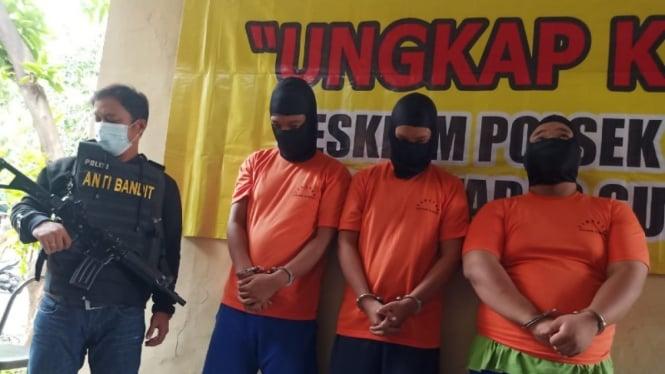 Ketiga tersangka pemerkosaan dan perampokan terapis di Surabaya.