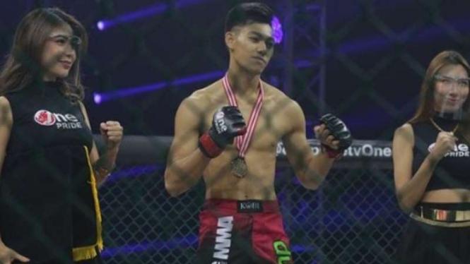 Deni Daffa memenangkan pertarungan di One Pride.