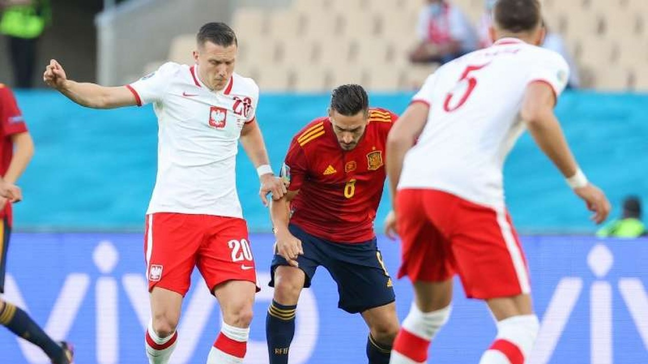 Duel Timnas Spanyol vs Polandia.