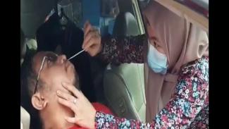 Wisatawan yang hendak ke Puncak Bogor melakukan rapid test sendiri