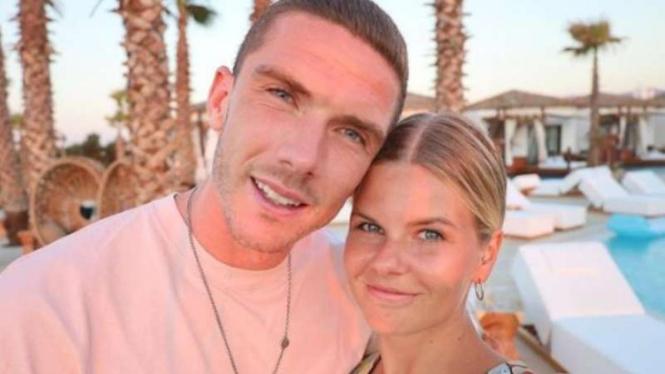 Robin Gosens bersama kekasihnya Rabea.