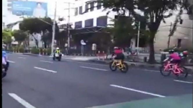 Polisi diduga kawal dua pesepeda