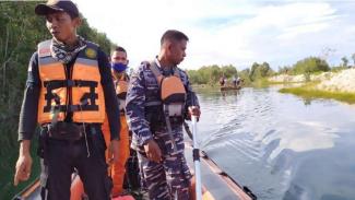 VIVA Militer: Prajurit TNI AL dikerahan cari warga yang diseret buaya di Babel