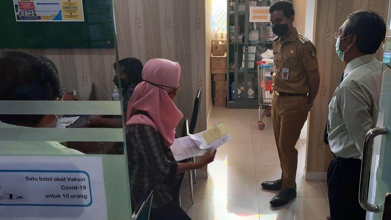 Gibran Rakabuming Memantau Vaksinasi Untuk Milenial di RS PKU Muhammadiyah Solo