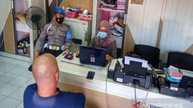 Anggota polisi berinisial DPW yang disebut memberi sabu ke kades diperiksa