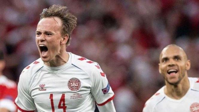 Timnas Denmark merayakan gol