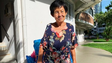 https://thumb.viva.co.id/media/frontend/thumbs3/2021/06/22/60d1451c16a04-perjuangan-para-pengumpul-barang-bekas-yang-membantu-singapura-bebas-sampah-100_375_211.jpg