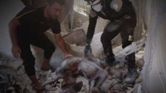 VIVA Militer: White Helmets evakuasi mayat di Idlib.