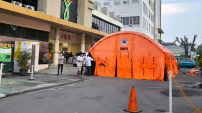Tenda darurat di RSUD Kota Bekasi.