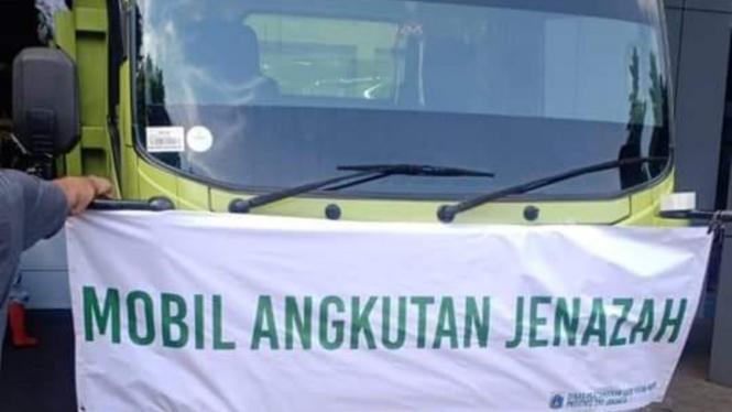 Viral mobil truk angkut jenazah COVID-19