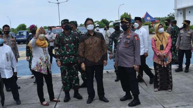 VIVA Militer: Panglima TNI mengecek kesiapan Ruang Isolasi Terpusat OTG di Jakut