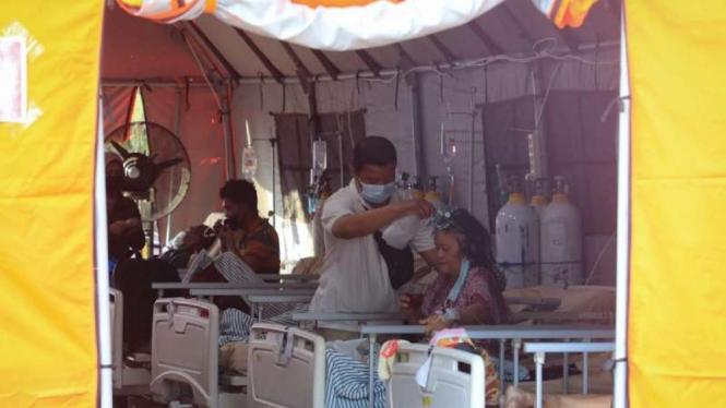 Tenda perawatan RSUD Tugurejo Semarang