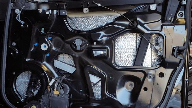 Ilustrasi peredam suara di mobil.