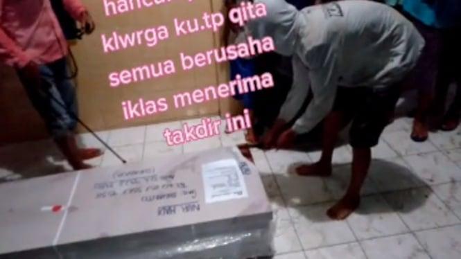Viral paket berisi jenazah Ini bikin menangis keluarga (TikTok/pujilestarimsi)