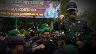 VIVA Militer: Pangkostrad, Letjen TNI Dudung dan Brevet Taipur.