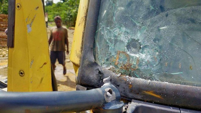 Truk yang diduga ditembak oleh KKB di Yahukimo, Papua.