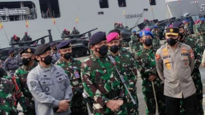 VIVA Militer: Wakasal Laksdya TNI Ahmadi Heri Purwono cek kesiapan pasukan
