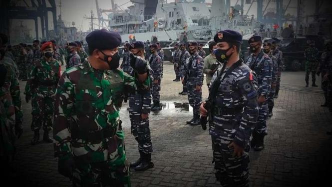 VIVA Militer: Wakasal Laksdya TNI Heri cek kesiapan pasukan dan Alutsista TNI AL