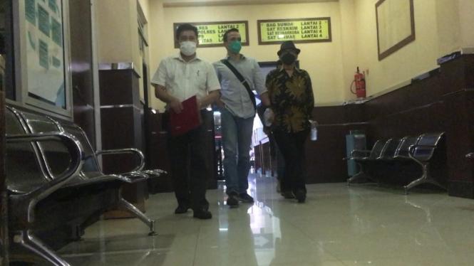 Attila Syach jalani pemeriksaan kasus KDRT di Polres Metro Jakarta Selatan.