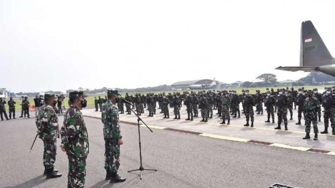 VIVA Militer: Kapuskes TNI sambut kedatangan 176 Nakes tambahan dari Magelang