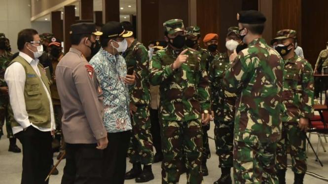 VIVA Militer: Panglima TNI tinjau serbuan vaksinasi di JIExpo Kemayoran
