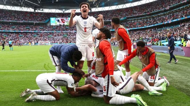 Pemain Inggris merayakan gol Harry Kane
