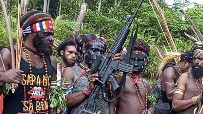 VIVA Militer: Kelompok OPM memamerkan senjata serbu hasil rampasan