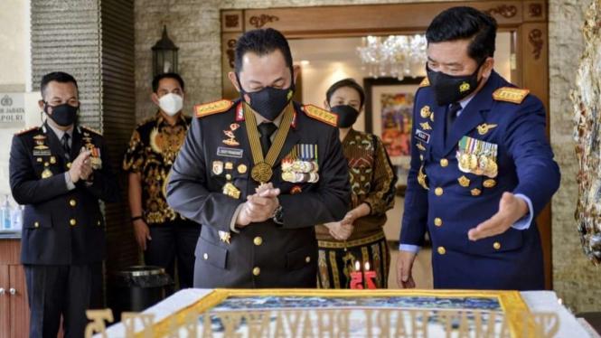 VIVA Militer: Panglima TNI ucapkan HUT Bhayangkara ke-75 kepada Kapolri