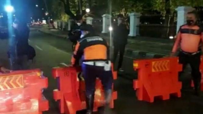 Satgas Penanganan COVID-19 Kota Bogor memberlakukan kebijakan penutupan ruas jalan dan pengalihan arus lalu lintas mulai Kamis malam, 1 Juli 2021.