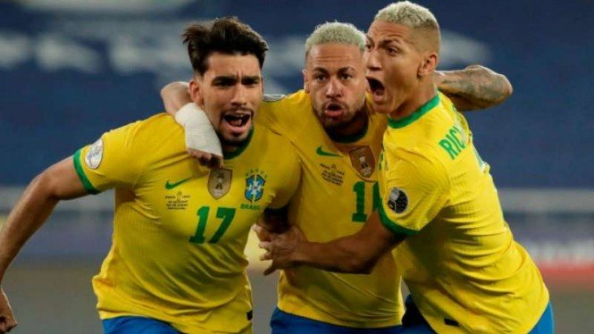 Pemain Timnas Brasil rayakan gol.
